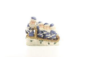 Чотири Діда Мороза на санях блакитний 19см