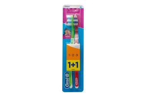 Зубная щетка средней жесткости Classic Oral-B 2шт