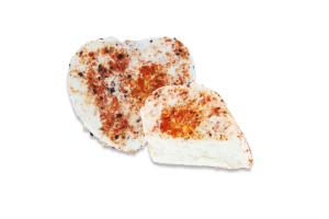 Сир 42.24% м'який з білою пліснявою Дзвінка із сіллю та паприкою Сироман кг
