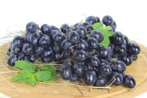 Виноград чорний кг