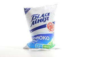 Молоко 2.5% пастеризованное Українське Біла лінія м/у 900г